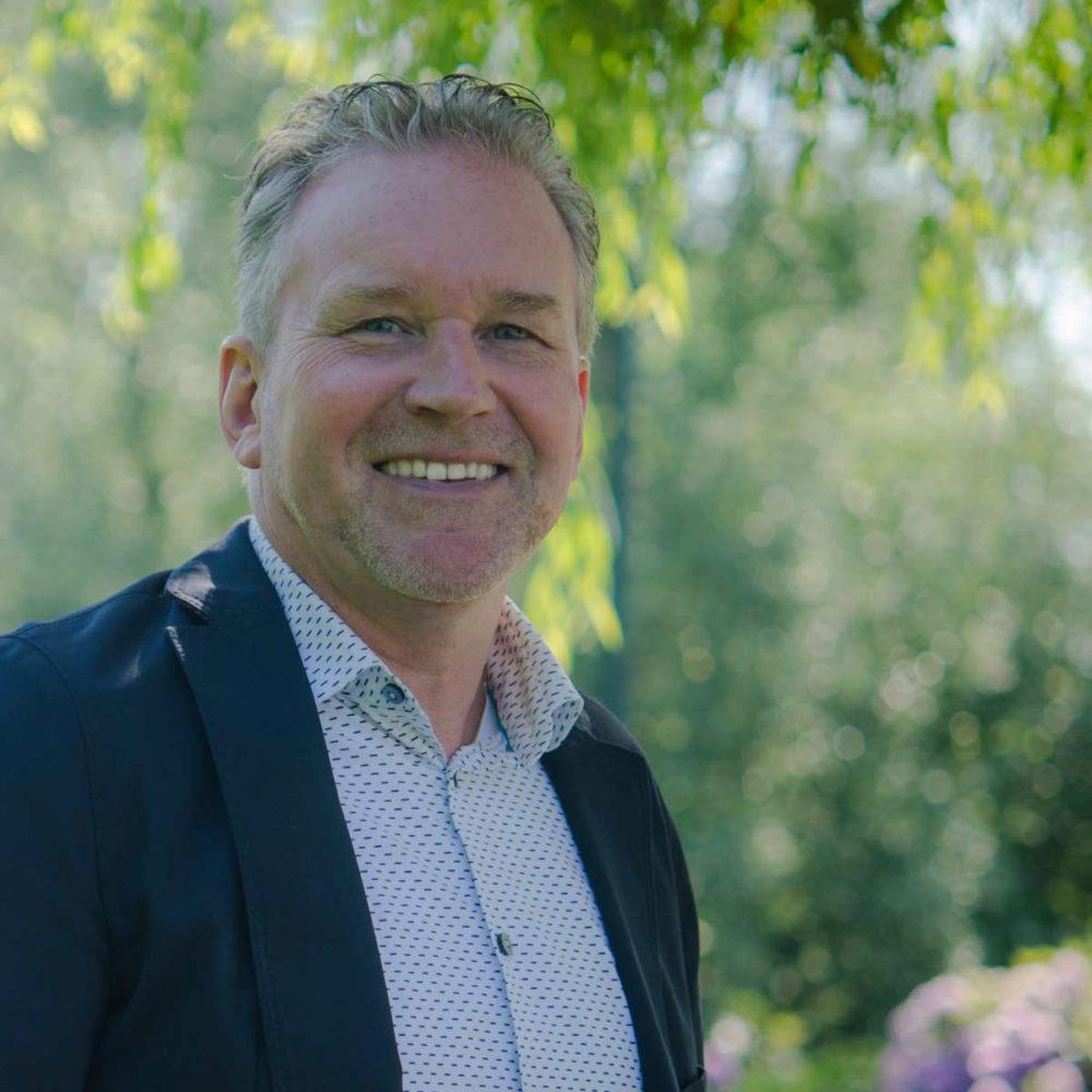 Cor Wijker: 'rots in de financiële branding'